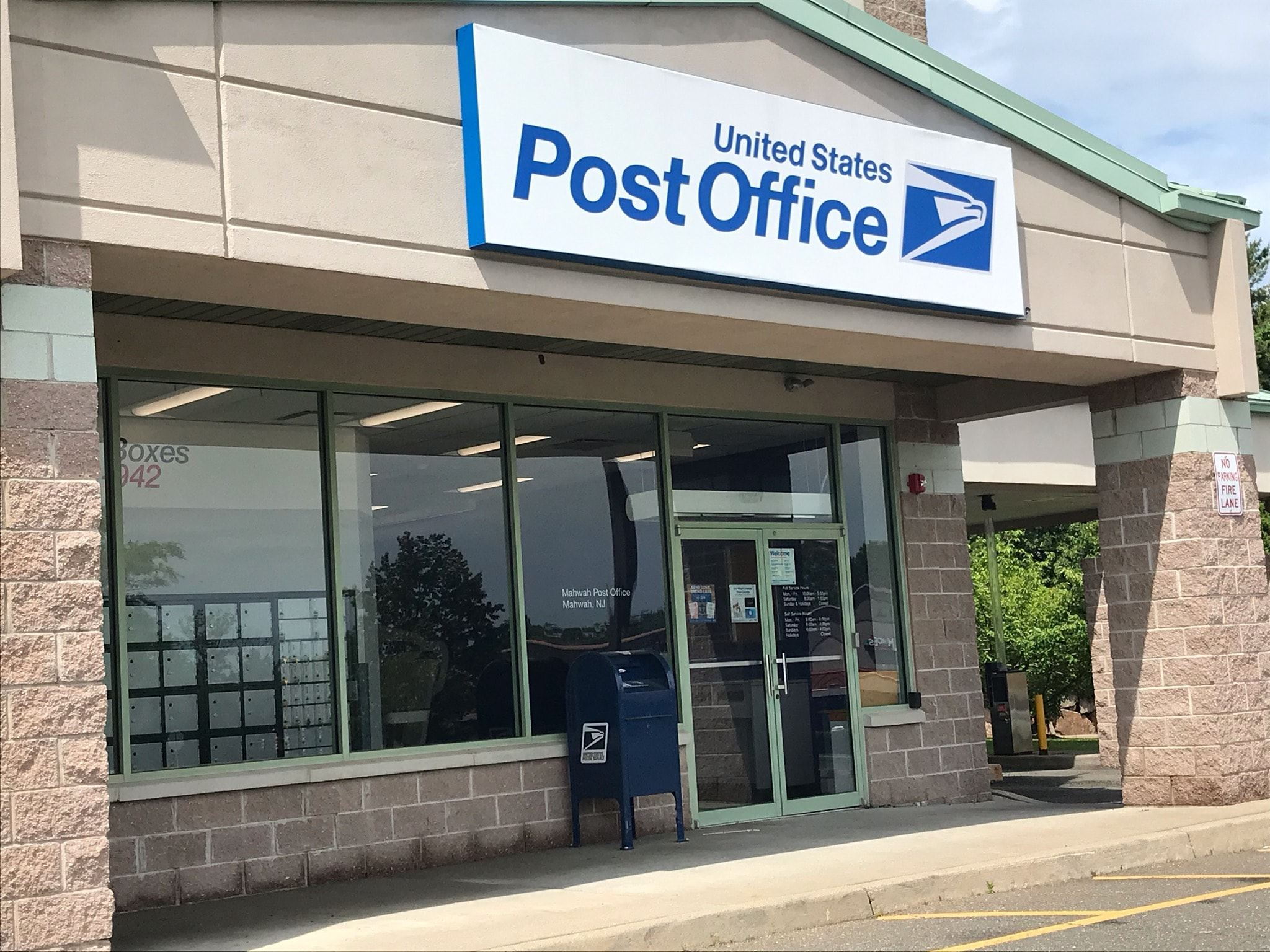 Photograph of the new Mahwah Post Office